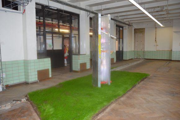 De constructie van kunstenares Leyla Aydoslu in het RTT-gebouw.