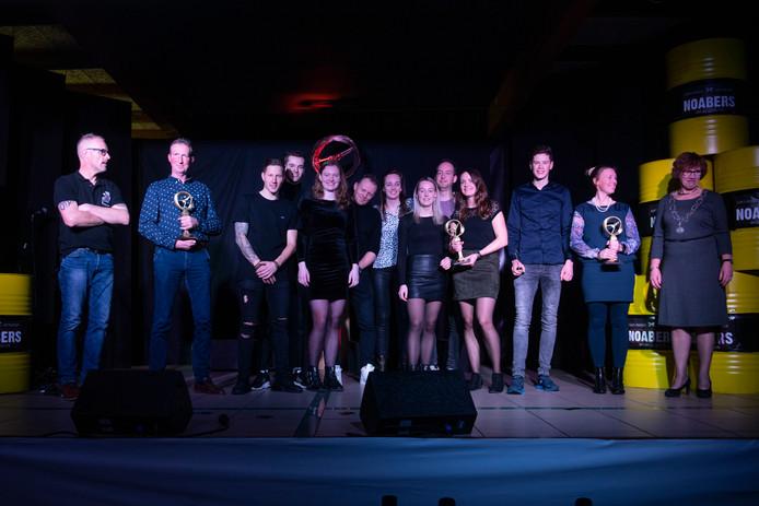 De winnaars van de Hellendoornse sportverkiezingen op het podium.