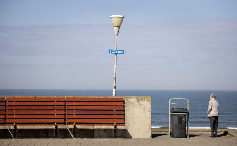 Nederlanders lijken zich goed aan het dringende advies te hebben gehouden om thuis te blijven. Beeld EPA