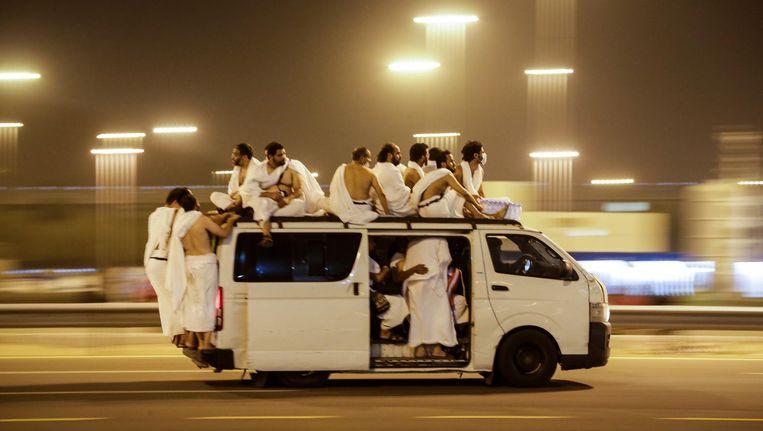 Mekkagangers op weg naar Muzdalifah. Beeld epa