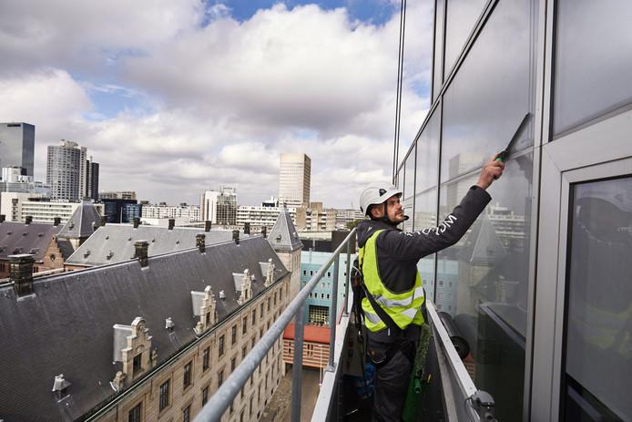 De 'wolk van glas en staal' betekent goed nieuws voor de glazenwassersbranche.