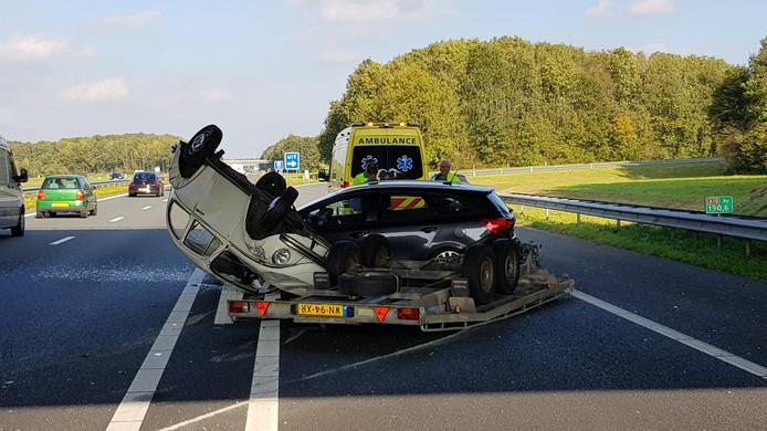 Een aanhanger met daarop een klassieke Kever schaarde  in oktober op de A18.