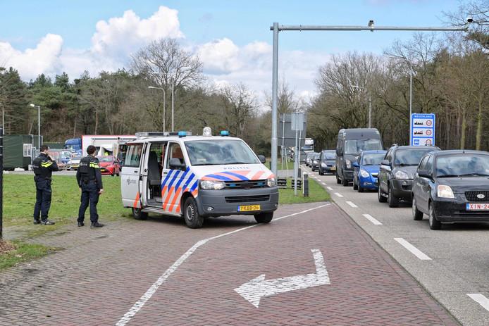 Politiebewaking aan de grens met Goirle.