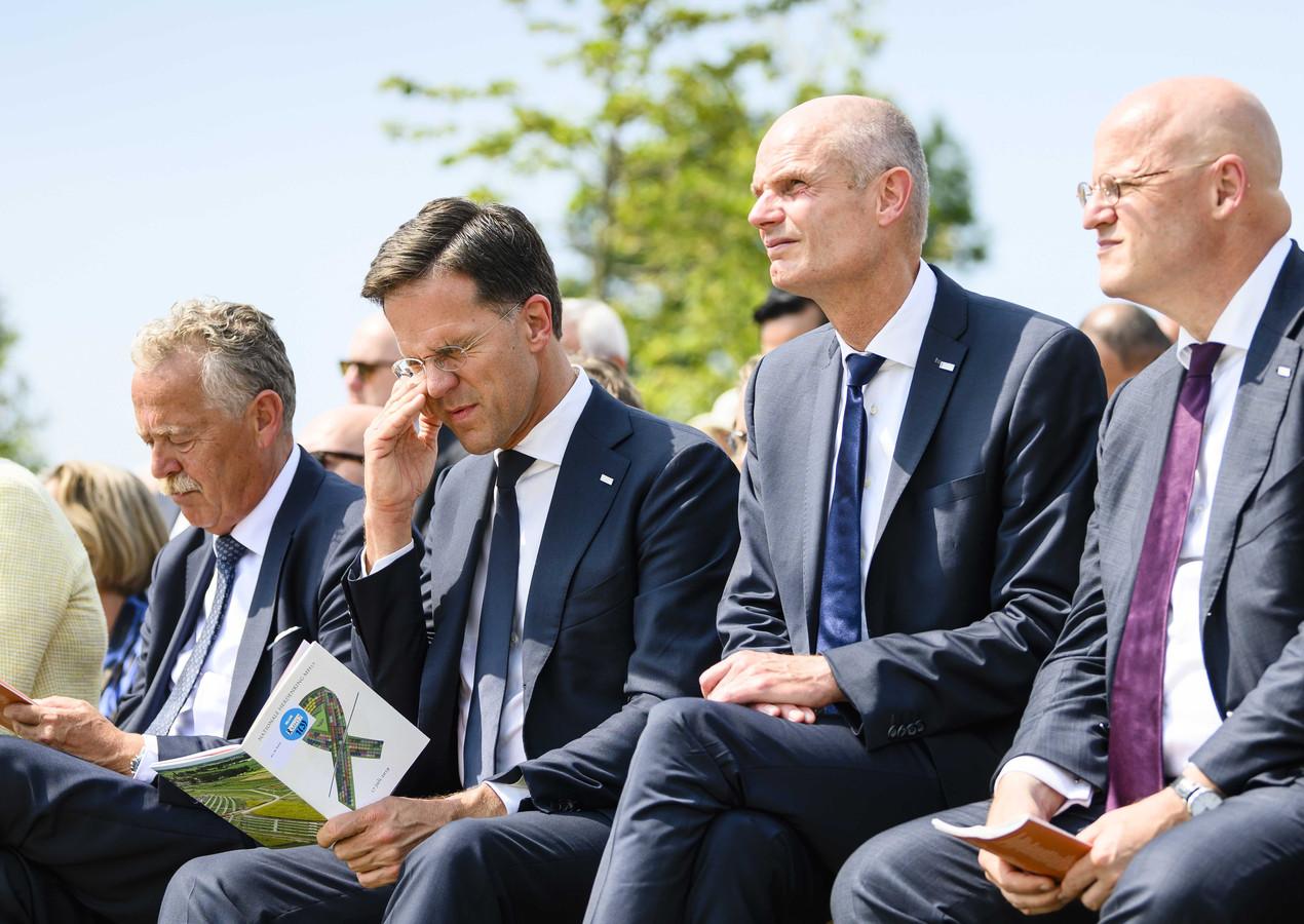 Premier Rutte, buitenlandminister Blok en minister van Justititie Grapperhaus tijdens het voorlezen van de namen.
