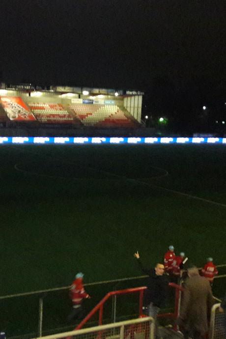 Het licht valt bij FC Oss letterlijk uit tegen Jong PSV