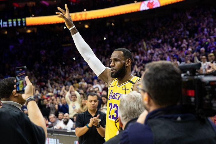 LeBron James (23) krijgt Philadelphia een staande ovatie.