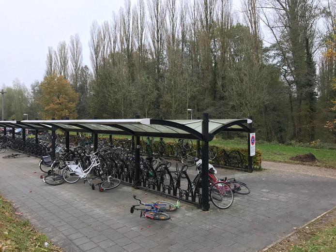 Vernielde fietsen bij station Wijhe