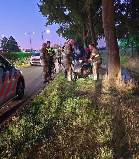 Brandweer rukt uit voor scooter te water in Hoogland