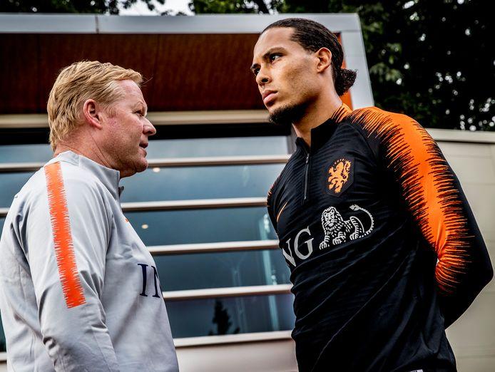 Ronald Koeman met zijn aanvoerder Virgil van Dijk.