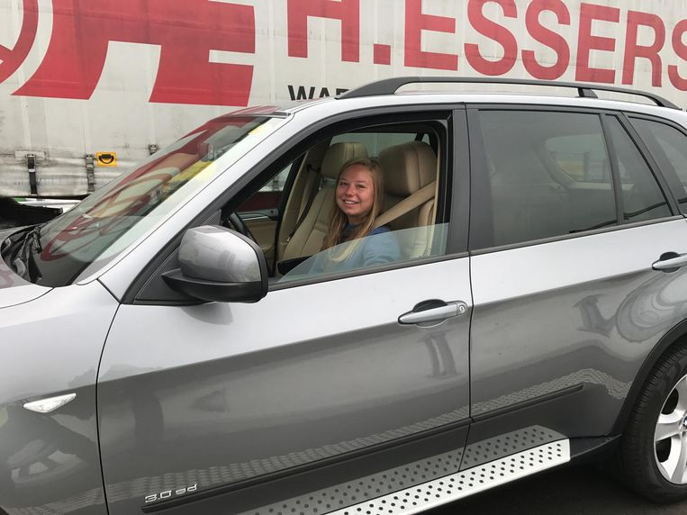 Justine Ghekiere was de allereerste bestuurster die voor de brug moest stoppen.