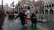San Marcoplein in Venetië onder water