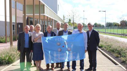 Penaz onthult nieuwe vlag op verjaardag