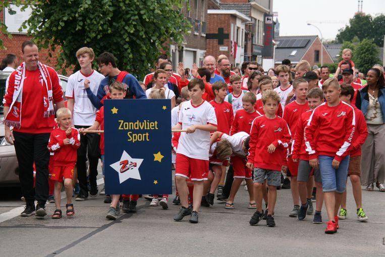 Het werd een optocht mat 21 verenigingen en ongeveer 1.200 deelnemers