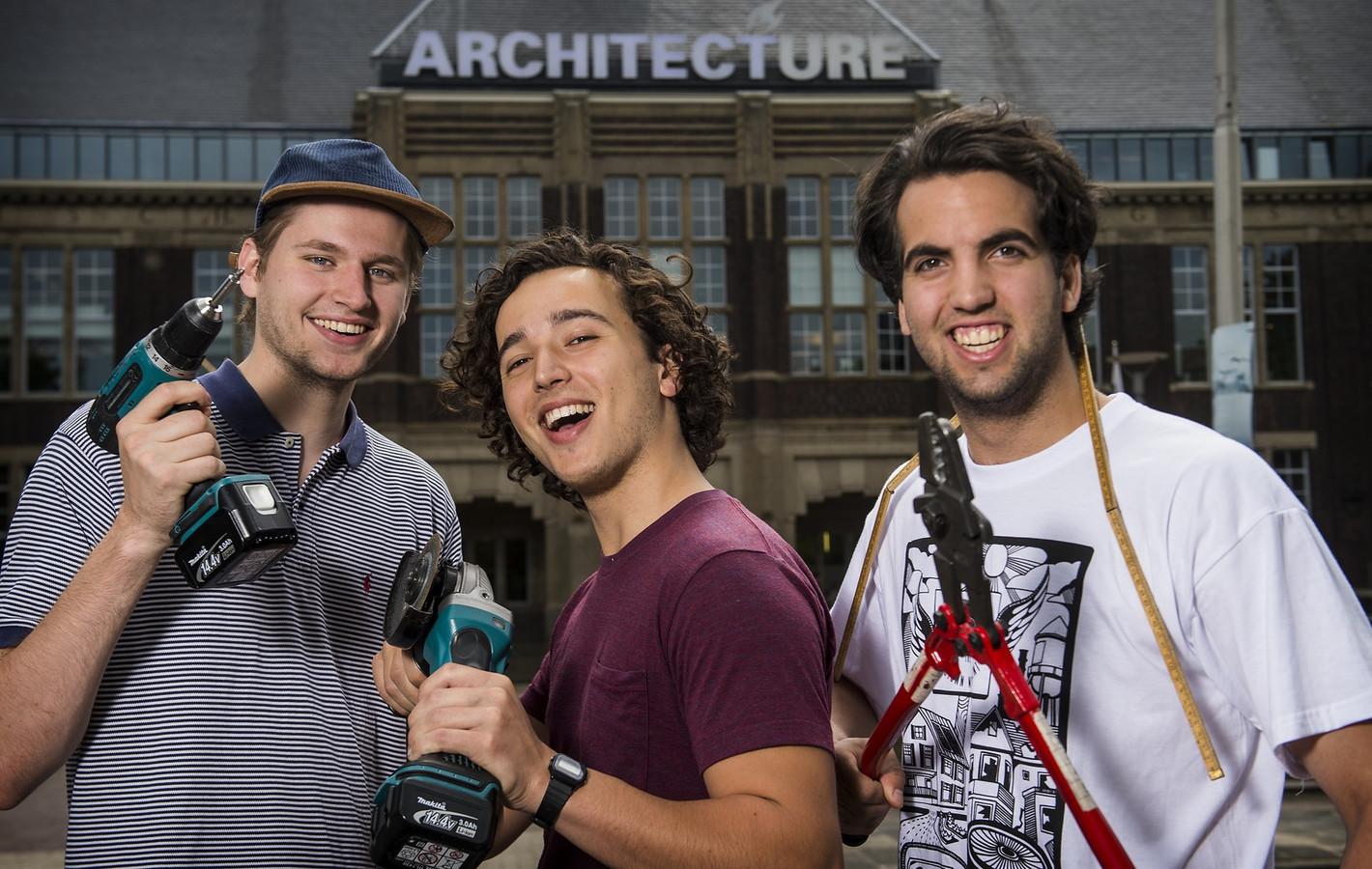Bob Hendrikx (r), Dominik Lukkes (l) en Ronen Dan voor de faculteit bouwkunde in Delft.