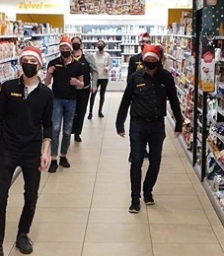 Jumbopersoneel doet Jerusalema Challenge: 'Voor een glimlach op het gezicht van de klanten'
