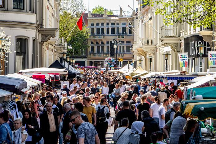 Prachtig weer voor de bezoekers van de Goede Vrijdagmarkt.