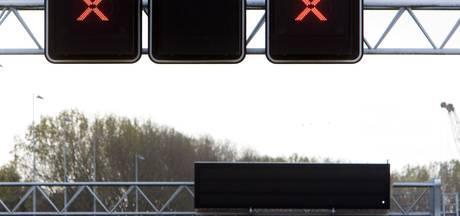 Belgische wegpiraat scheurt over afgesloten rijstrook op A1 bij Deventer