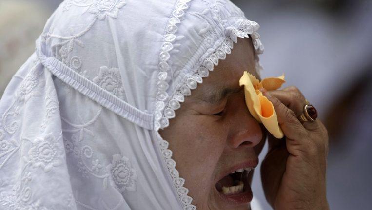 Een van de overlevenden tijdens de herdenking van de tsunami van negen jaar geleden Beeld epa
