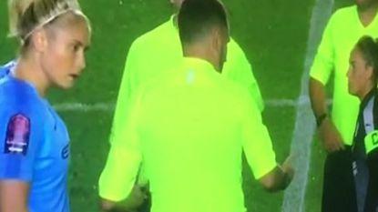 """VIDEO. Wullaert getuige van """"moment van waanzin"""": arbiter vergeet muntje voor toss, ludieke oplossing levert hem schorsing op"""