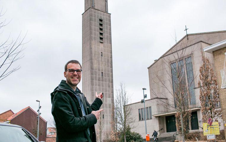 Jeffrey De Block van Bohemian Productions bij de Christus Koningkerk in de Heistraat.