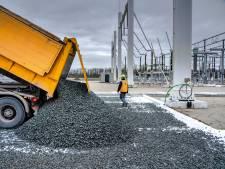 Hoogspanningsstation Rilland voorzien van een grijs tapijt van stenen