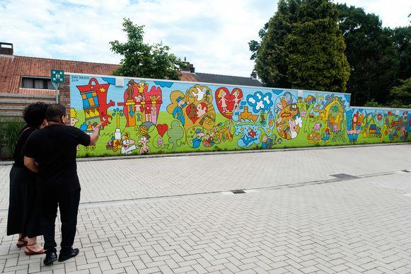 Muurschildering Huis van de Wereld