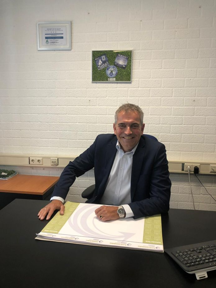 Wim van den Broek in zijn kantoor bij FC Eindhoven.