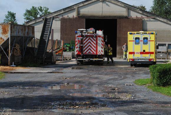 De hulpdiensten aan het bedrijf waar het ongeval gebeurde.