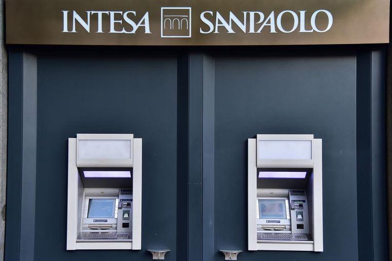 De gezonde delen van de twee banken gaan naar Intesa Sanpaolo. Beeld EPA