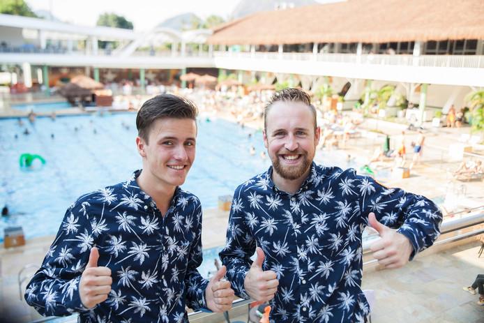 De Nederlandse mannen in het Holland Heineken House in Rio de Janeiro. Links Bob van der Veen en rechts Bram Huvenaars.