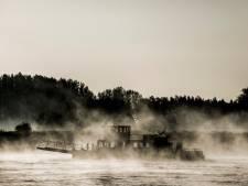Een schaduwspel op het water van de Waal