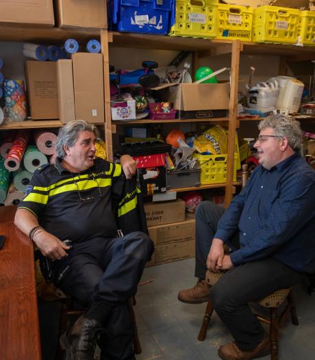 Wijkagent van Urk houdt spreekuur in speelgoedwinkel: 'Hier voelen mensen zich veiliger'