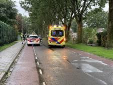 Fietser overgebracht naar het ziekenhuis na botsing met auto in Vriezenveen