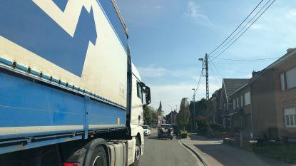 Zwaar vrachtverkeer negeert omleiding door defecte brug Humbeek