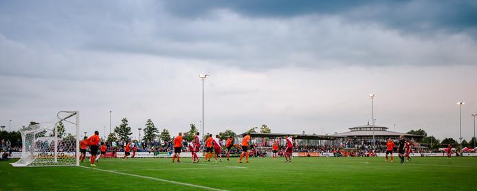 FC Utrecht oefent vaak in de buurt van de eigen Galgenwaard, zoals vorig jaar op Sportpark De Vryheit van DESTO.