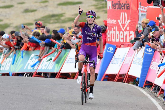 Jetse Bol kwam achter zijn winnende ploeggenoot Angel Madrazo juichend over de streep in de Vuelta.