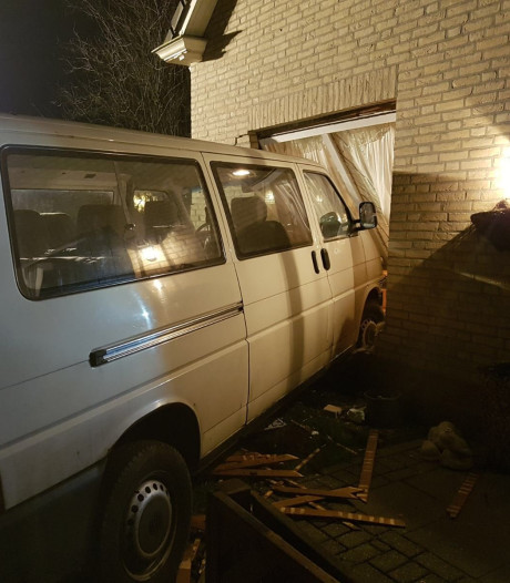 Dronken automobilist rijdt woning binnen op Parc Patersven