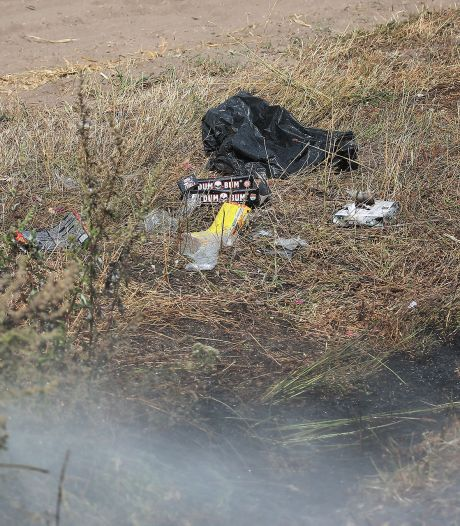 Dozen vuurwerk gevonden bij buitenbrand in Oss, 500 vierkante meter hoog gras afgebrand