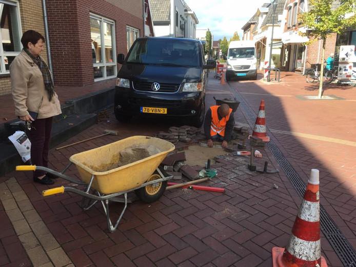Neede Oudestraat reparatie wegdek
