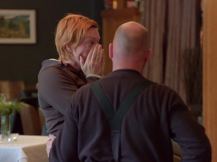 Riks vertelt Marit dat hij niet verliefd op haar is.