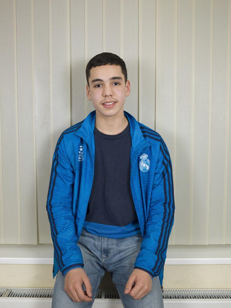 Ilias Bouallouch, geboren: 3-5-2001. School: havo 3, hobby's: voetbal. Bijbaan: vakkenvuller in de supermarkt. Gezin: twee broers en een zus. Moeder huisvrouw, vader is tuinder. Beeld Bob van der Vlist