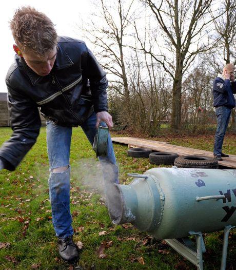 Volgt na vuurwerk het carbidschieten? Zo kan het veilig: 'Ga nooit achter de melkbus staan'