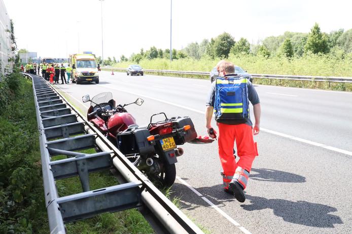 Motorrijder hard ten val op A13, ter hoogte van Delft-Zuid.
