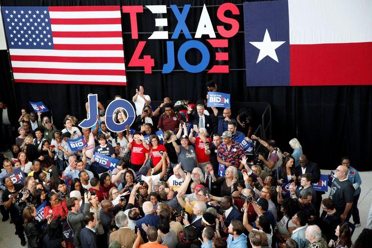 Aanhangers van Joe Biden tijdens zijn campagne in Texas. Beeld REUTERS