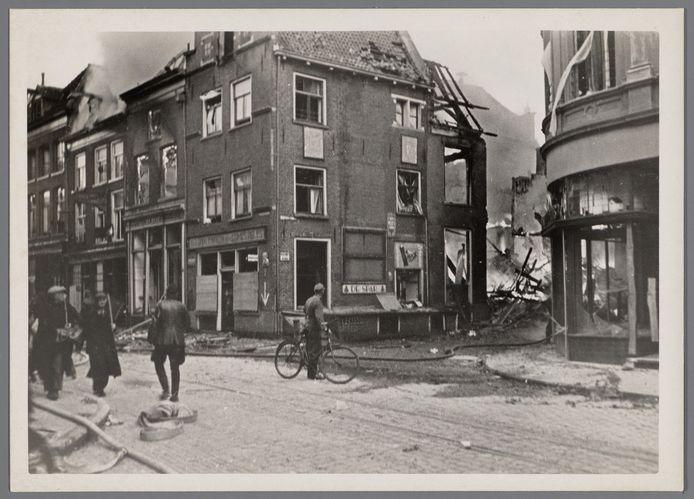 De situatie na het bombardement op 14 oktober 1944 vanaf de de hoek Marspoortstraat/Barlheze.