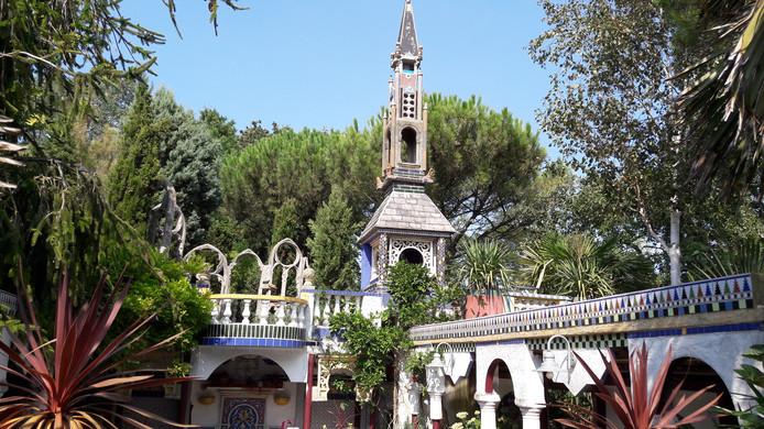 Een toren boven het Spaanse pleintje als hoogtepunt van de Middellandse Zeetuin.