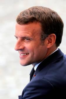 """Macron souhaite """"rendre obligatoire le masque dans tous les lieux publics clos"""""""