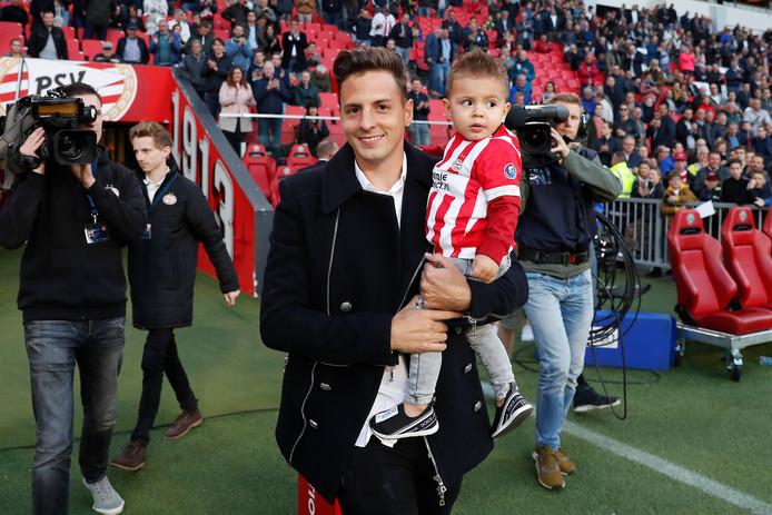 Santiago Arias nam tijdens de laatste speelronde afscheid van het publiek van PSV.