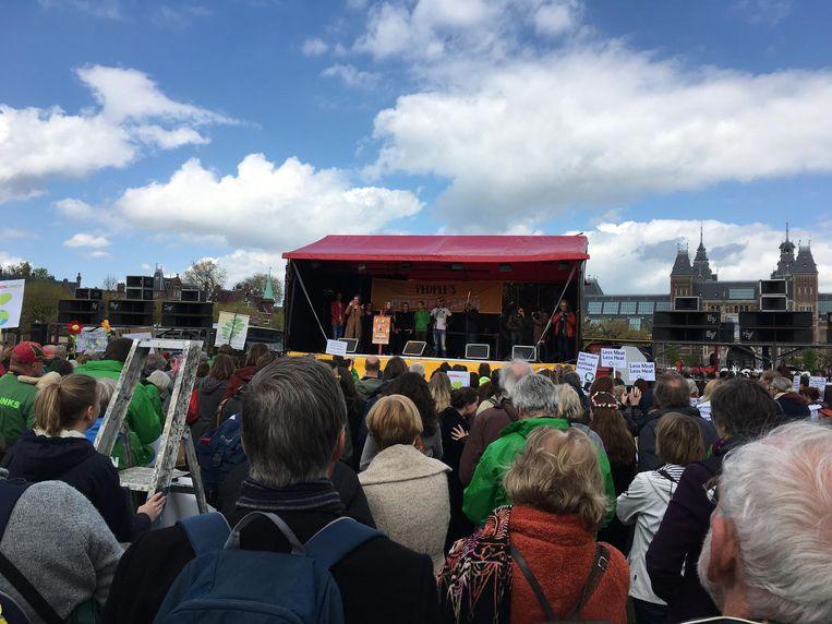 Wilmine van den Bosch voorzitter van de Jonge Klimaatbeweging, houdt een speech. Beeld Jorien van der Keijl
