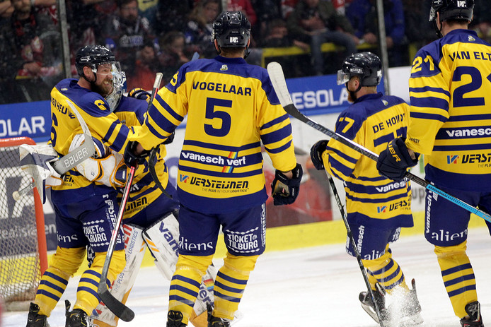 Feest bij Trappers na de goal in overtime.